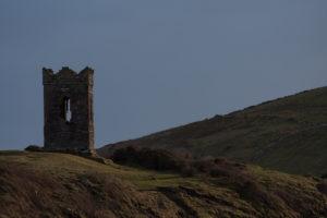 Kleiner Turm an der Hafen-Einfahrt von Dingle