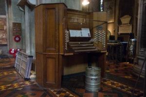 Spenden für die Orgel werden im Fass gesammelt